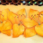 fabiana_kaled_artista_plastico_trio-de-lirios-laranja-pronec-0205-1709x1080